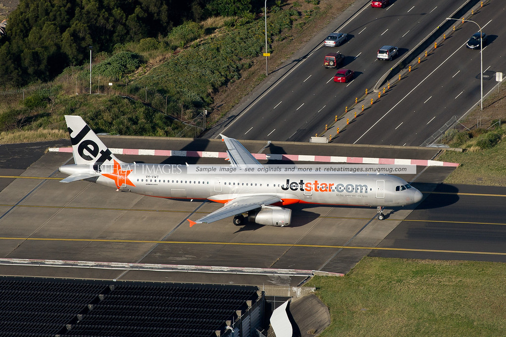 Jetstar A321 Airbus VH-VWT crosses over the road