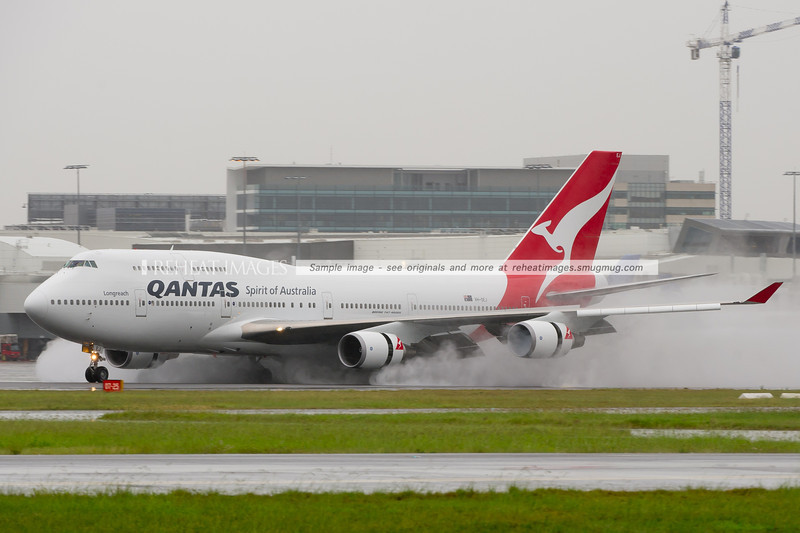 The former Qantas 'Wunala Dreaming' VH-OEJ B747-438/ER arrives in Sydney.