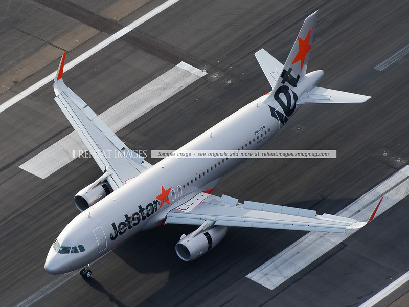 Jetstar A320-200 VH-VFP landed, slowing with reverse thrust and spoilers
