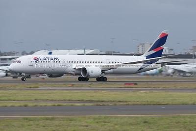 LATAM Boeing 787-9 Dreamliner landing