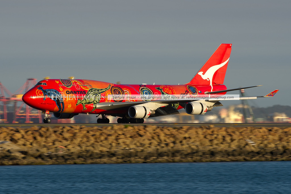 Qantas' special coloured B747-438/ER 'Wunala Dreaming' arrives back in Sydney.