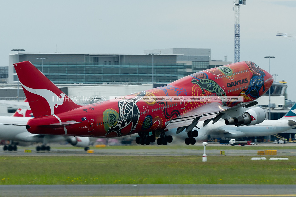 """Qantas B747-438/ER """"Wunala Dreaming"""" departs Sydney as QF17 headed for Buenos Aires. The plane still wears this famous colour scheme."""
