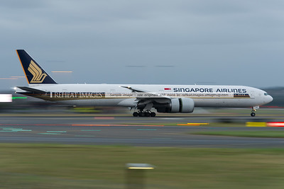 Singapore Airlines Boeing 777 slowing down after landing