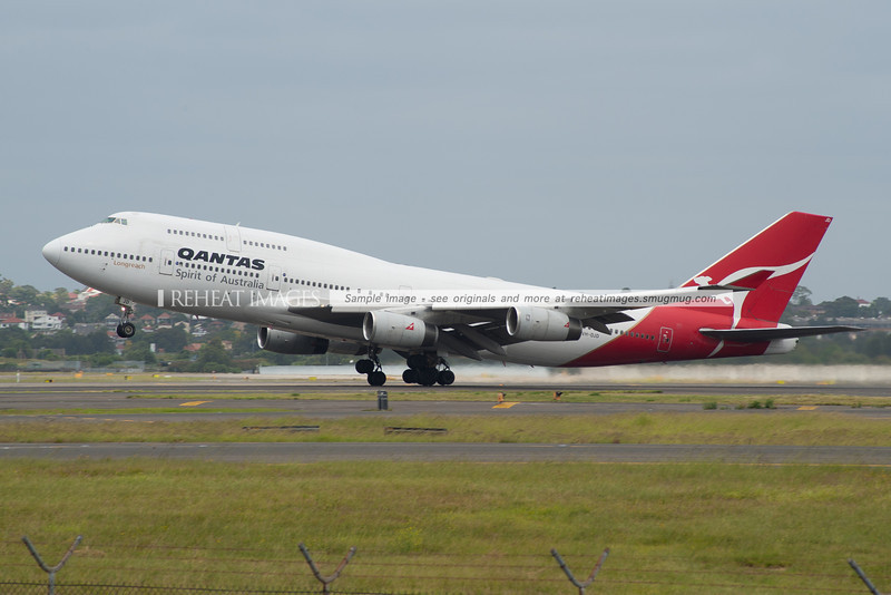 Qantas Boeing 747-438 departs Sydney airport.