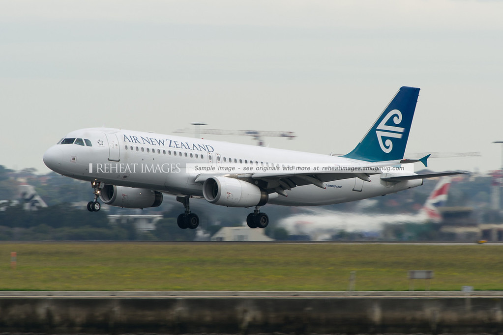 Air New Zealand Airbus A320 lands at Sydney airport.