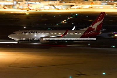 A Qantas (JetConnect) Boeing 737-838 ZK-ZQB  taxies to runway 16 right at Sydney Airport.