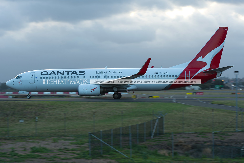 Qantas 737-838 VH-VYH in new Qantas colours