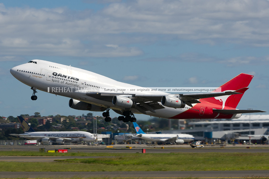 Qantas 581 departs to Perth. This B747-438 is primarily used on the domestic flights QF581 and QF582.