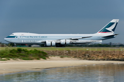 Cathay Pacific B747-867F B-LJE operating flight CX021 slows down after landing at Sydney airport. The plane passed over the airport at some 260kts on its approach pattern, and landed very shortly after. Again, this plane is remarkably quiet for its size.