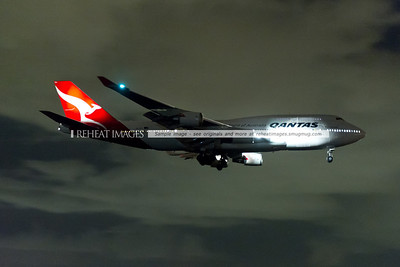 "The former Qantas 747-438/ER ""Wunala Dreaming"" no longer exists. It was repainted and here it is, flying into Sydney's runway 07 at night. A Nikon D3s and AF-S Zoom-Nikkor 24-70mm F/2.8G ED was used to capture this image."