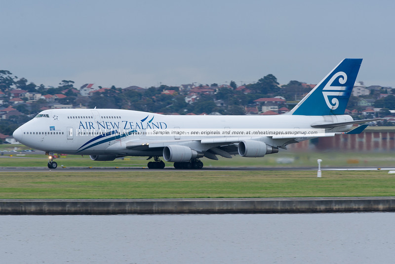 Air New Zealand Boeing 747-400 takes off from Sydney airport.