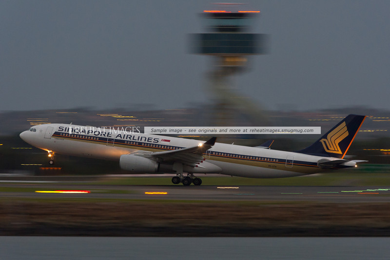 Singapore Airlines Airbus A330-300 leaves Sydney.
