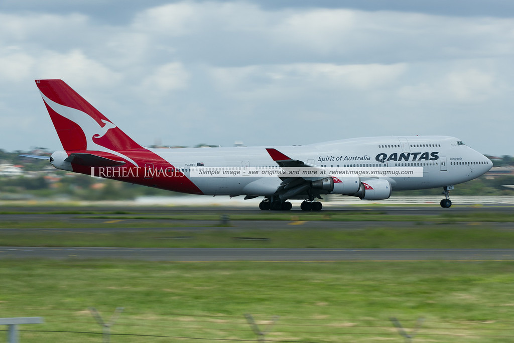 A Qantas Boeing 747-438/ER takes off from Sydney airport.