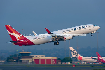 Fog in Sydney. A Qantas B737-800 takes off into the fog. Condensation forms above the wings.