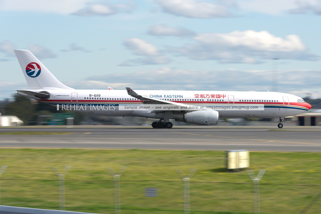 China Eastern Airbus A330 leaves Sydney airport.