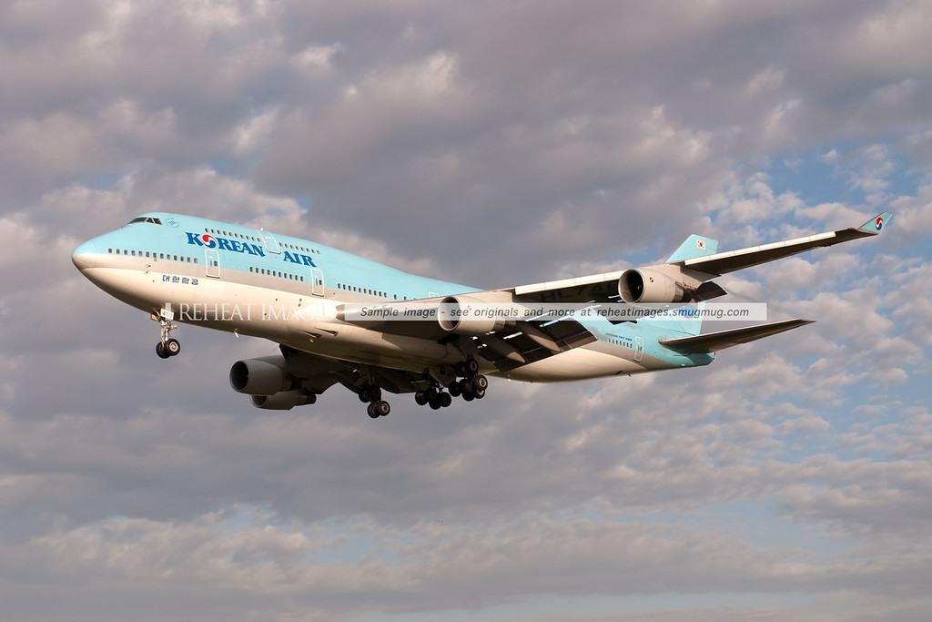 A Korean Airlines Boeing 747-4B5 approaches runway 16 right to land at Sydney airport.