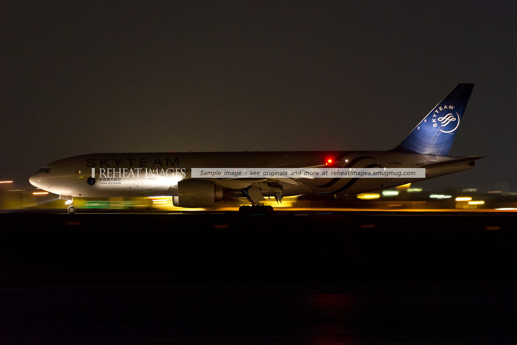 China Southern B777 B-2056 lands in Sydney. The plane wears the Skyteam alliance colour scheme.