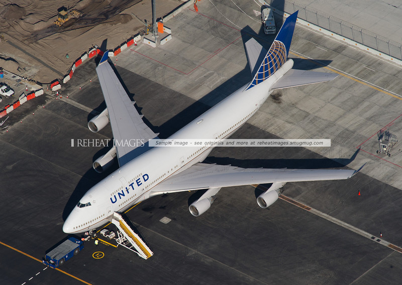 United Airlines Boeing 747-422 aerial shot