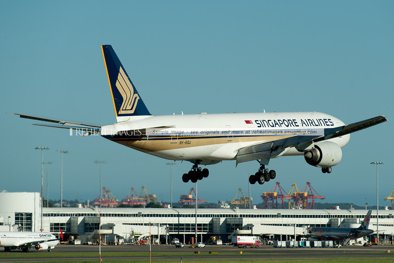 A Singapore Airlines  Boeing 777 lands at Sydney airport.
