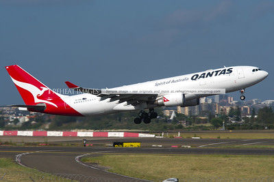 Qantas Airbus A330-200 VH-EBB