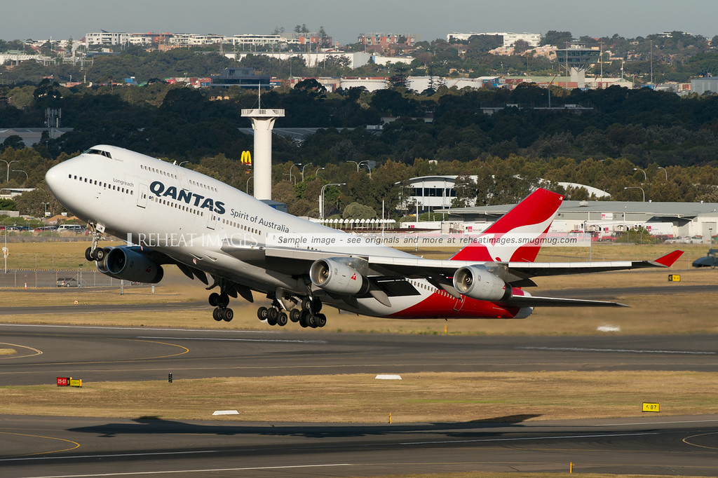 Qantas Boeing 747-438 VH-OJM takeoff from Sydney airport