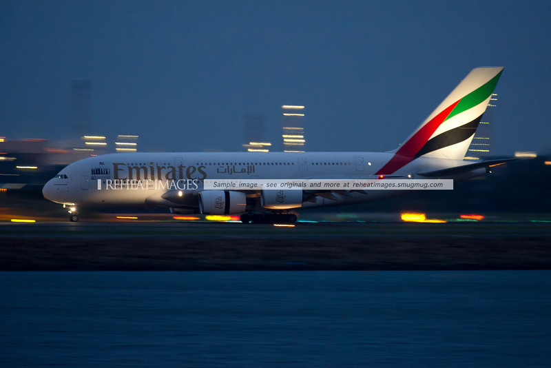 Emirates Airbus A380-861 A6-EDM arrives in Sydney at night.