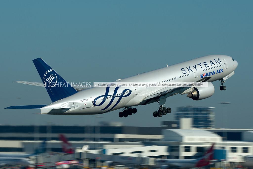 Korean Air Boeing 777-200/ER HL7733 leaves Sydney.