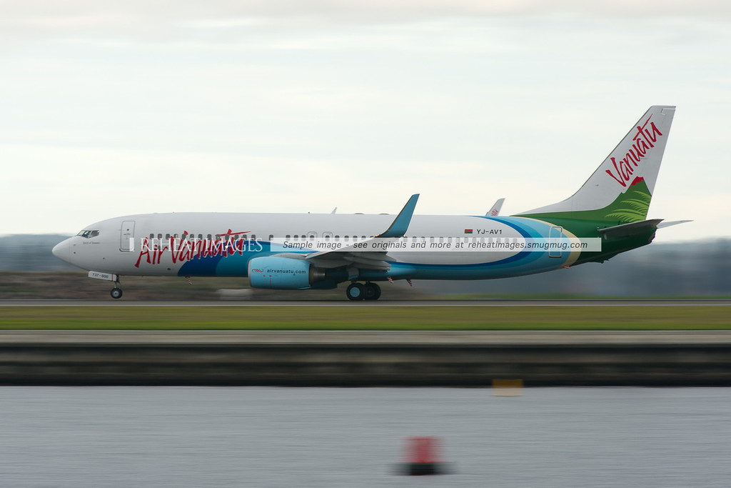 Air Vanuatu B737 takes off from Sydney Airport