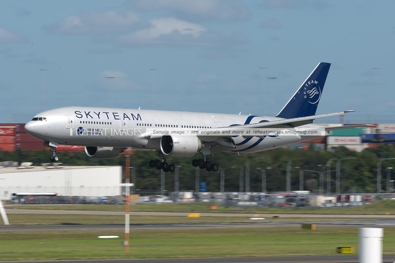 The morning China Southern flight is now a B777, meaning it is possible to see this wonderful Skyteam liveried plane in daylight, instead of darkness.