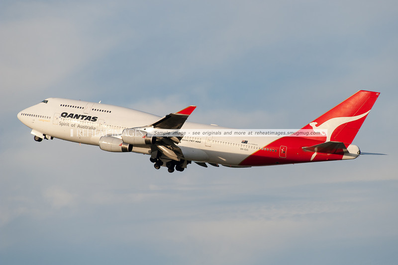 A Qantas B747-438 takes off from Sydney airport.