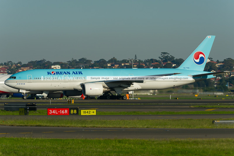 Korean Air Boeing 777-2B5/ER at Sydney Airport