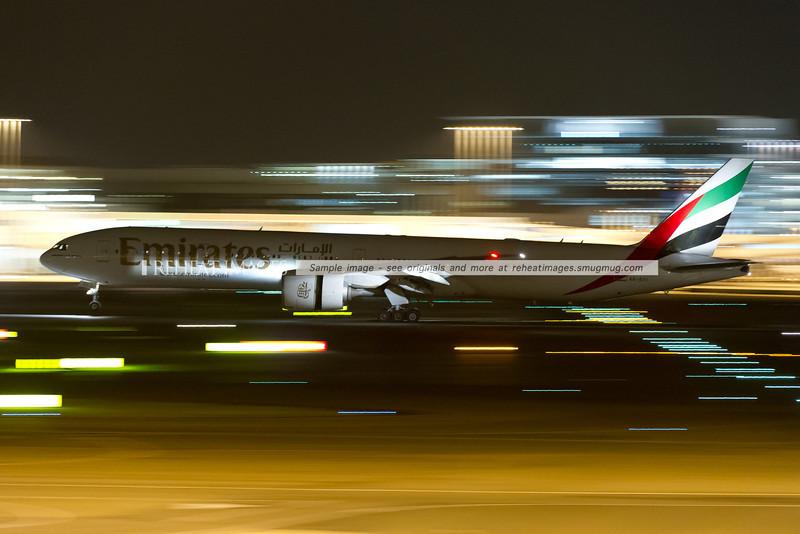 Emirates B777-300/ER lands at Sydney airport