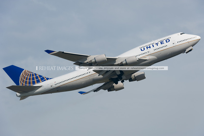 United Boeing 747-422 takes off from Sydney, headed to Melbourne. Due to the fog in Sydney, this plane performed the Melbourne flight instead of the other United B747 which diverted to another city.