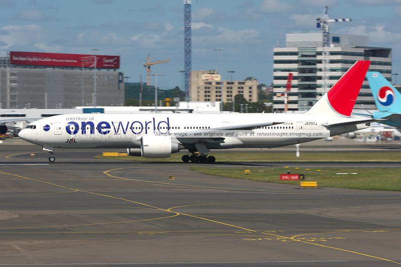 JA707J, Japan Airlines B777 in the OneWorld alliance colour scheme departs Sydney.