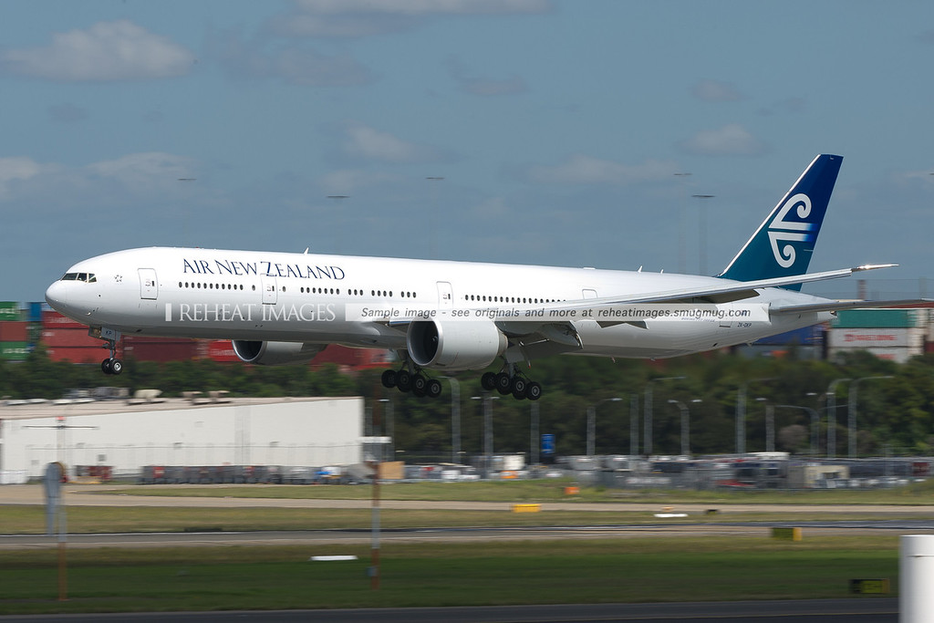 Air New Zealand Boeing 777-319/ER arrives in Sydney airport.