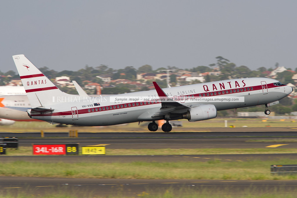 "Qantas Boeing 737-838 VH-VXQ  ""Retro Roo II"" climbs away from Sydney airport"