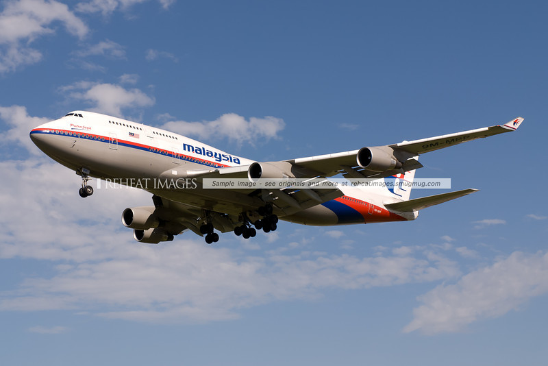 A Malaysia Airlines Boeing 747-4H6 approaches runway 16 right to land at Sydney airport.