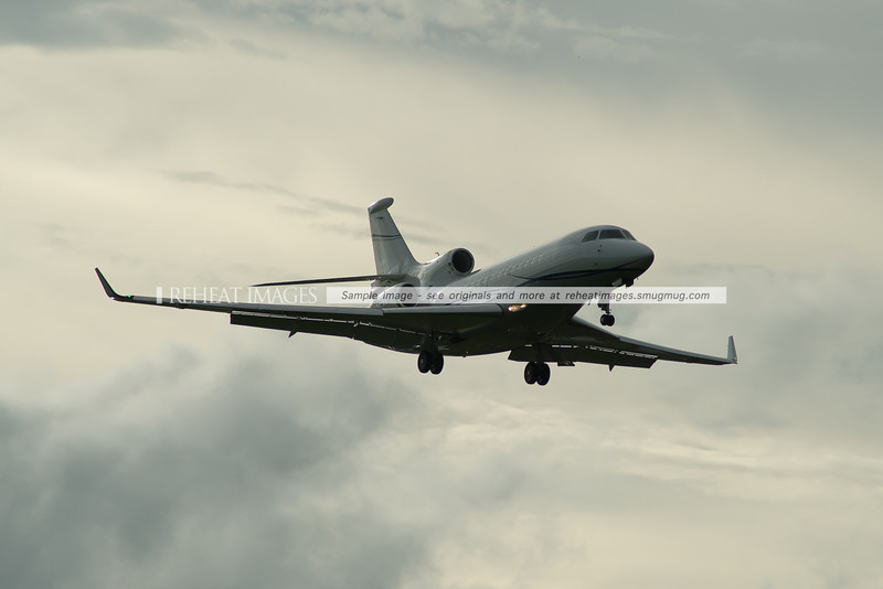Dassault Aviation Falcon 7X PR-BTG lands at Sydney Airport.