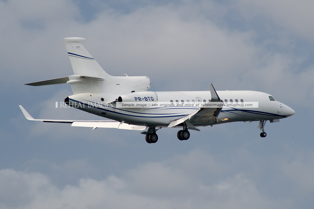 Dassault Aviation Falcon 7X PR-BTG lands at Sydney Airport.