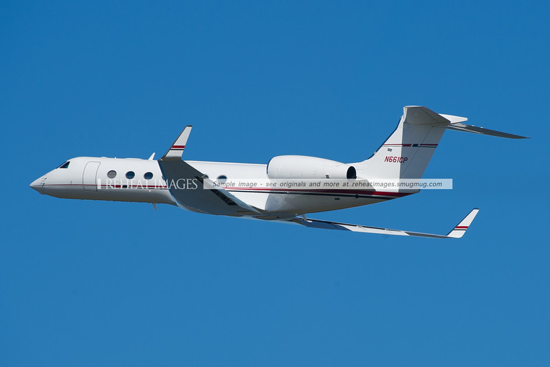 A 2006 Gulfstream G-V SP (G550) N661CP leaves Sydney airport.