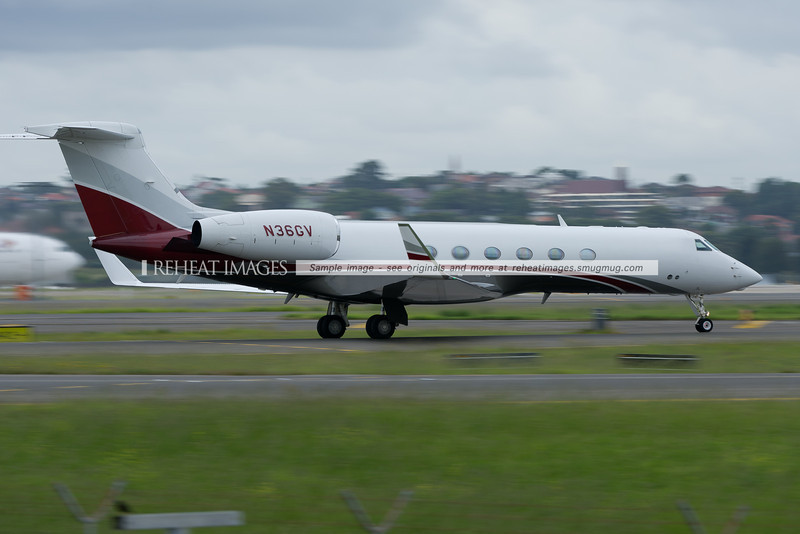 A Gulfstream G550 arrives in Sydney airport.