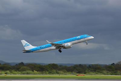 PH-EZF KLM Cityhopper Embraer ERJ-190STD cn 19000304 @ Manchester Airport / EGCC 26.04.14