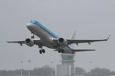 PH-EZZ KLM Cityhopper Embraer ERJ-190STD cn 19000654 @ Bristol Airport / EGGD 03.05.15