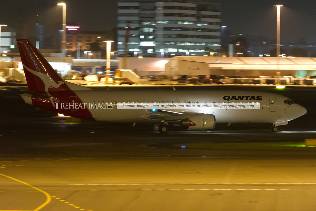 Qantas B737-400 at Sydney airport.