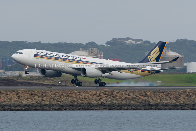 Singapore Airlines Airbus A330-300 lands at Sydney airport.