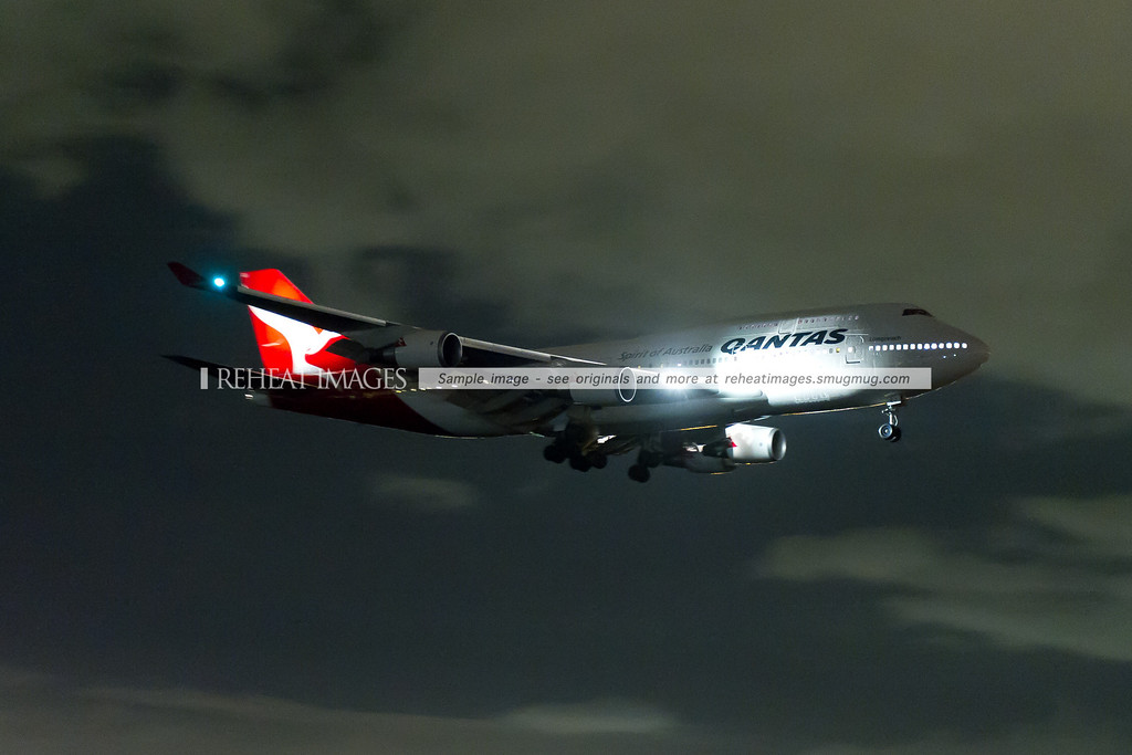 "The former Qantas 747-438/ER ""Wunala Dreaming"" no longer exists. It was repainted and here it is, flying into Sydney's runway 07 at night."