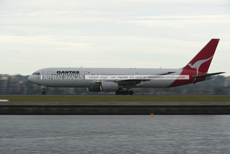 Qantas B767-336/ER at Sydney airport
