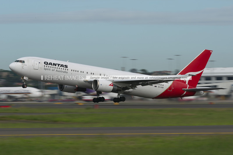 Qantas B767-338/ER takes off from Sydney airport.