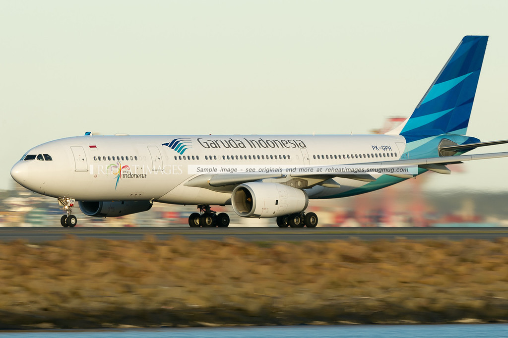 Late departing Garuda Indonesia flight takes off from Sydney airport after the difficulties of the morning power failure in the international terminal.