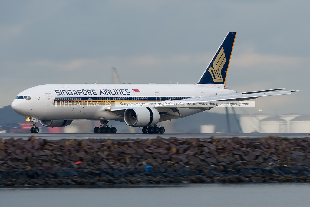 Singapore Airlines Boeing 777-212/ER at Sydney airport.